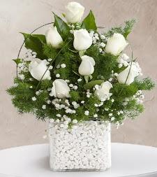 9 beyaz gül vazosu  Burdur çiçek satışı