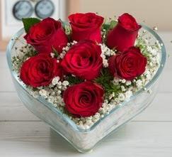 Kalp içerisinde 7 adet kırmızı gül  Burdur çiçek gönderme sitemiz güvenlidir
