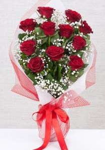 11 kırmızı gülden buket çiçeği  Burdur 14 şubat sevgililer günü çiçek