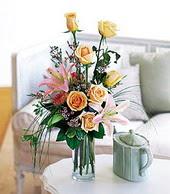 Burdur çiçek , çiçekçi , çiçekçilik  cam yada mika vazo içerisinde gül kazablanka