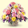 Burdur uluslararası çiçek gönderme  sepet içerisinde gül ve mevsim