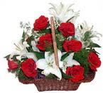 sepette gül ve kazablankalar   Burdur çiçekçi mağazası
