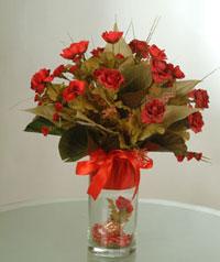 yapay güllerden vazo  9 gül  Burdur uluslararası çiçek gönderme