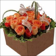 kare sandikta 11 gülllerden   Burdur çiçekçi mağazası