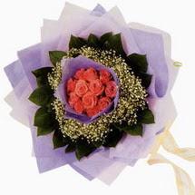 12 adet gül ve elyaflardan   Burdur çiçekçi mağazası