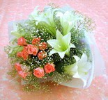 Burdur çiçek yolla  lilyum ve 7 adet gül buket