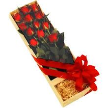 kutuda 12 adet kirmizi gül   Burdur çiçek yolla