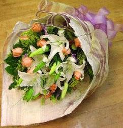 Burdur internetten çiçek satışı  11 ADET GÜL VE 1 ADET KAZABLANKA
