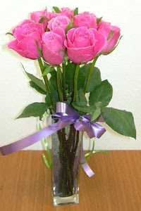 cam vazo içerisinde 11 adet gül  Burdur internetten çiçek satışı