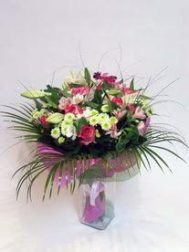 Burdur hediye çiçek yolla  karisik mevsim buketi mevsime göre hazirlanir.