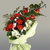 Burdur ucuz çiçek gönder  11 adet kirmizi gül buketi sade haldedir