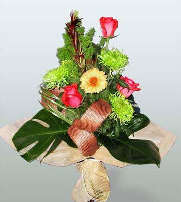 Burdur ucuz çiçek gönder  3 adet gül 4 adet gerbera çiçegi sade buket