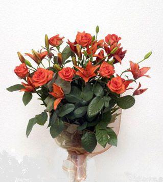 9 adet gül ve 3 adet lilyum çiçegi buketi   Burdur cicek , cicekci