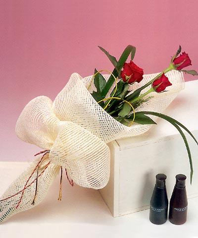 3 adet kalite gül sade ve sik halde bir tanzim  Burdur internetten çiçek siparişi