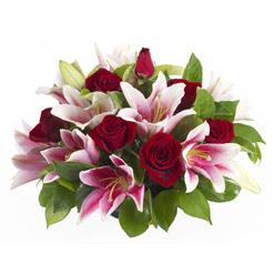 güller ve kazablnaklardan aranjman  Burdur anneler günü çiçek yolla