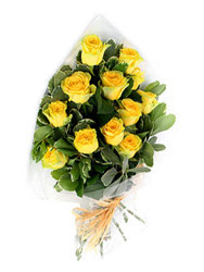 Burdur güvenli kaliteli hızlı çiçek  12 li sari gül buketi.