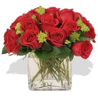 Burdur çiçekçi telefonları  10 adet kirmizi gül ve cam yada mika vazo