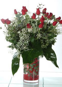Burdur güvenli kaliteli hızlı çiçek  11 adet kirmizi gül ve cam yada mika vazo tanzim