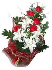 Burdur kaliteli taze ve ucuz çiçekler  5 adet kirmizi gül 1 adet kazablanka çiçegi buketi