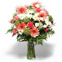 Burdur çiçekçiler  cam yada mika vazo içerisinde karisik demet çiçegi