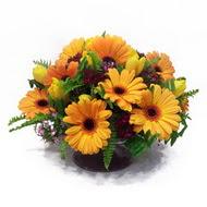 gerbera ve kir çiçek masa aranjmani  Burdur çiçek siparişi vermek