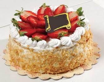 uygun pastaneler 4 ile 6 kisilik çilekli yas pasta lezzetli  Burdur çiçek siparişi vermek