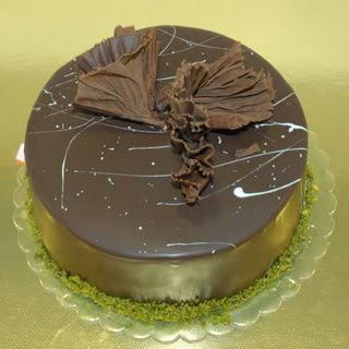 pastaci ustamizdan 4 ile 6 kisilik fistikli çikolatali yaspasta  Burdur çiçek servisi , çiçekçi adresleri