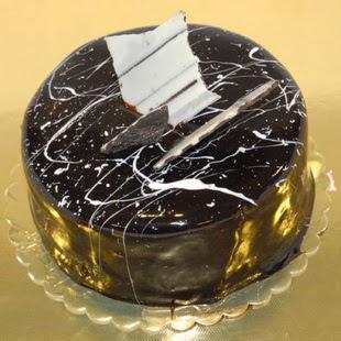 pasta gönder 4 ile 6 kisilik parça çikolatali yaspasta  Burdur internetten çiçek siparişi
