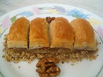 online pastane Essiz lezzette 1 kilo cevizli baklava  Burdur cicek , cicekci