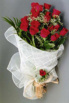 10 adet kirmizi güllerden buket çiçegi  Burdur yurtiçi ve yurtdışı çiçek siparişi