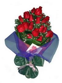12 adet kirmizi gül buketi  Burdur online çiçek gönderme sipariş