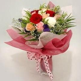 Karisik renklerde 11 adet gül buketi  Burdur çiçek gönderme