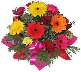 Karisik mevsim çiçeklerinden buket  Burdur hediye sevgilime hediye çiçek