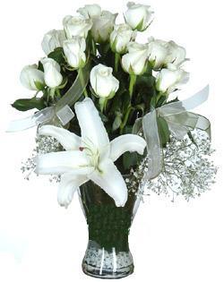 cam içerisinde 11 beyaz gül ve 1 kazablanka  Burdur çiçek siparişi sitesi