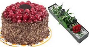 1 adet yas pasta ve 1 adet kutu gül  Burdur uluslararası çiçek gönderme