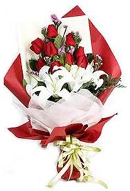 Burdur hediye çiçek yolla  9 adet gül 2 adet kazablanka buketi