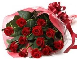 Burdur anneler günü çiçek yolla  10 adet kipkirmizi güllerden buket tanzimi