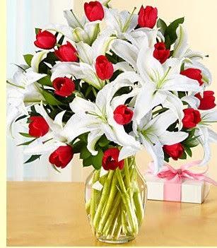 Burdur çiçek siparişi sitesi  3 kazablanka 10 kırmızı gül vazosu