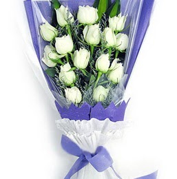 Burdur çiçekçi mağazası  11 adet beyaz gül buket modeli