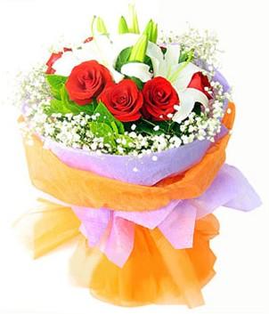 Burdur çiçek gönderme sitemiz güvenlidir  1 dal kazablanka 7 adet kırmızı gül buketi