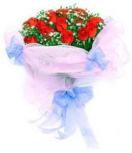 Burdur çiçek siparişi sitesi  11 adet kırmızı güllerden buket modeli