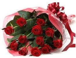Sevgilime hediye eşsiz güller  Burdur uluslararası çiçek gönderme