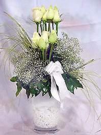Burdur online çiçek gönderme sipariş  9 adet vazoda beyaz gül - sevdiklerinize çiçek seçimi