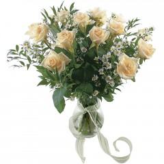Vazoda 8 adet beyaz gül  Burdur 14 şubat sevgililer günü çiçek