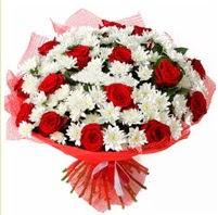 11 adet kırmızı gül ve beyaz kır çiçeği  Burdur internetten çiçek satışı