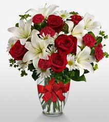 Eşsiz vazo tanzimi güller kazablankalar  Burdur online çiçek gönderme sipariş