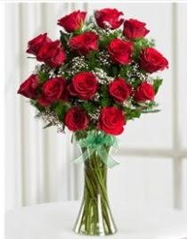 Cam vazo içerisinde 11 kırmızı gül vazosu  Burdur anneler günü çiçek yolla